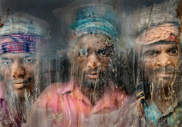 Второе место: рабочие на песчано-гравийном карьере в Читтагонге (Бангладеш) / Автор: Faisal Azim. Изображение № 2.