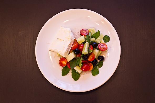 Овощное рагу, гаспачо, греческий салат: Настоящий осенний обед. Изображение № 50.