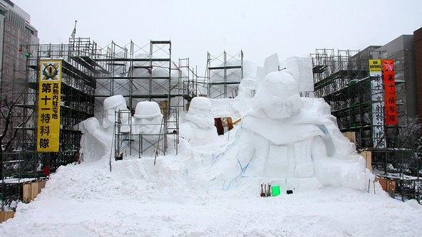 В Японии построили огромного Дарта Вейдера из снега. Изображение № 6.