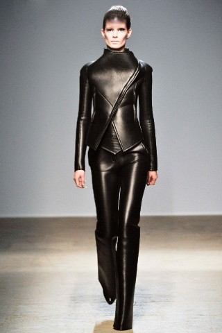 Back to black : Gareth Pugh и Victor&Rolf aw 2010-2011. Изображение № 3.