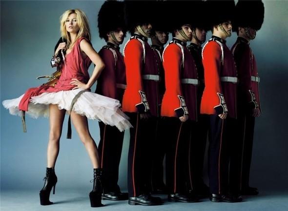 Английский патриотизм воктябрьском Vogue British. Изображение № 6.