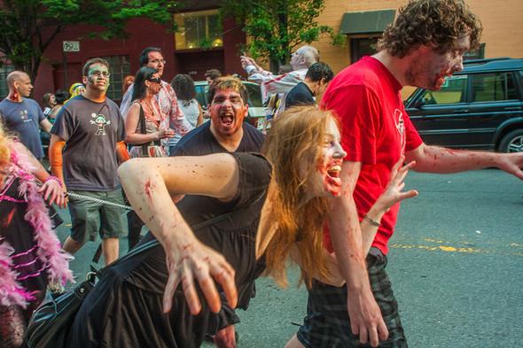 Зомби парад в Нью Йорке. NYC Zombie Crawl.. Изображение № 27.