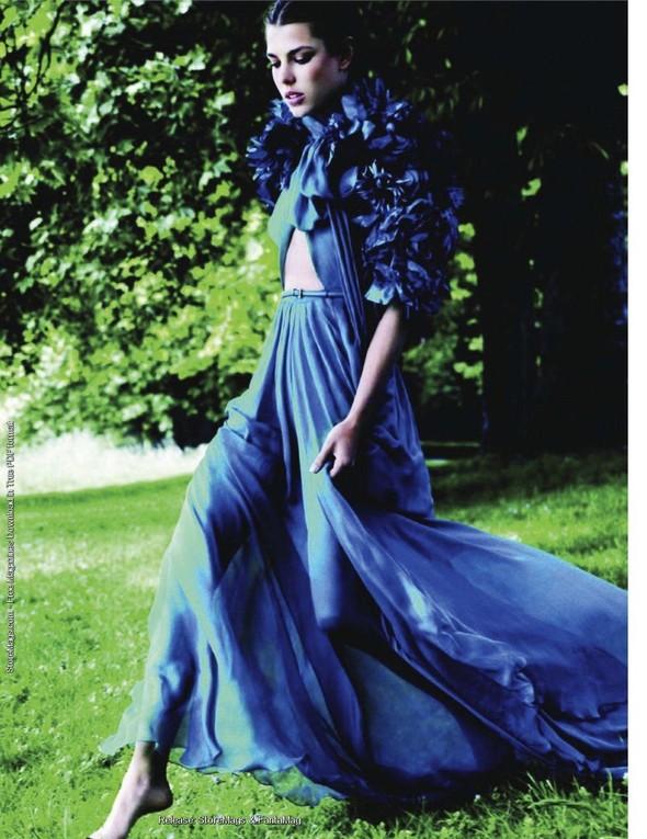 Для обложки сентябрьского номера французского Vogue снялась Шарлотта Казираги. Изображение № 5.