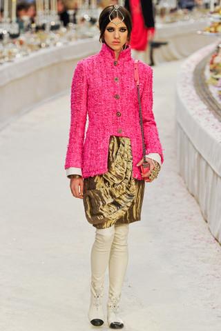 Chanel показали пре-осеннюю коллекцию. Изображение № 32.
