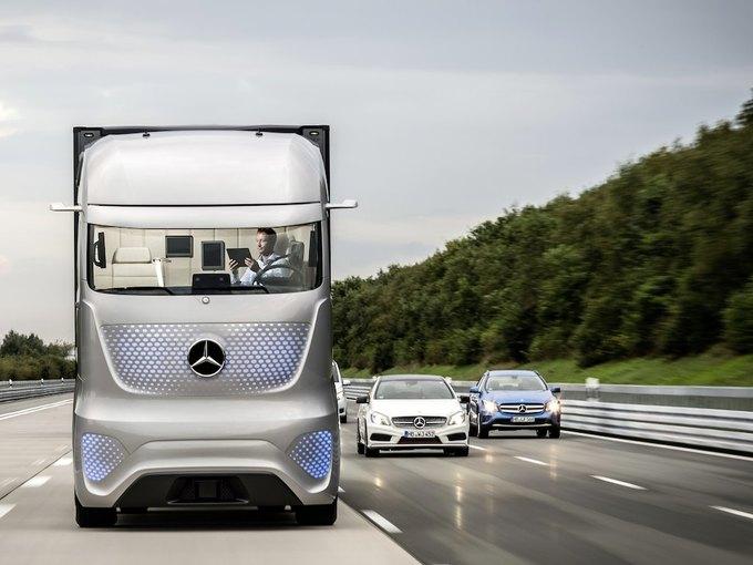 Появились новые фотографии автономного грузовика Mercedes-Benz. Изображение № 1.