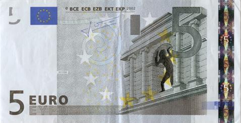 Художник в знак протеста изрисовал банкноты на 3555 евро. Изображение № 12.