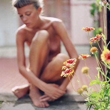 Части тела: Обнаженные женщины на фотографиях 1990-2000-х годов. Изображение №67.