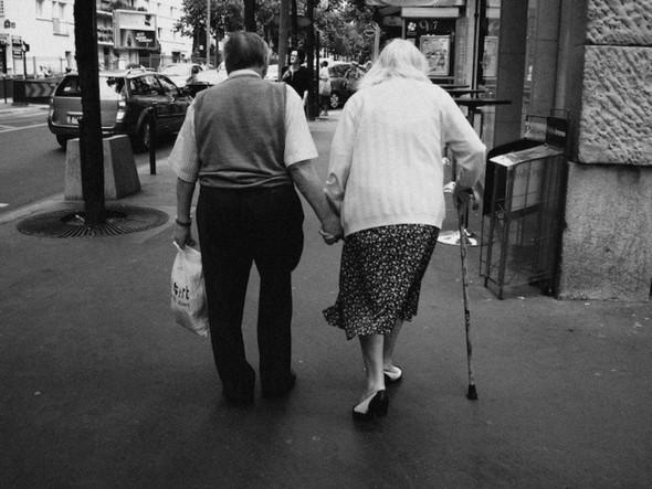Пожилые влюбленные пары. Изображение № 1.