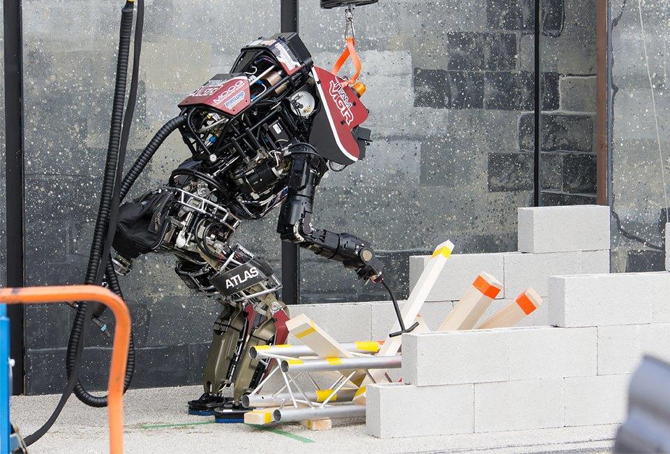 Фото и видео: роботы Boston Dynamics занимаются странными вещами. Изображение № 3.