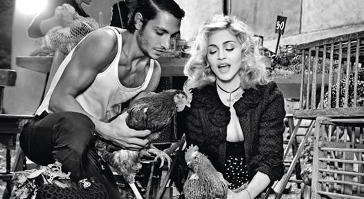 Мадонна в новой рекламе D&G. Изображение № 4.