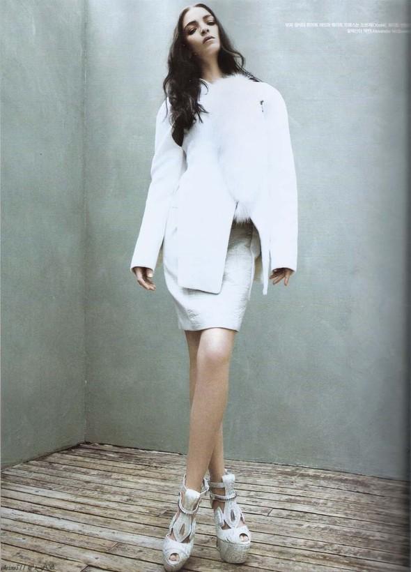 Съёмка: Мариакарла Босконо для корейского Vogue. Изображение № 2.