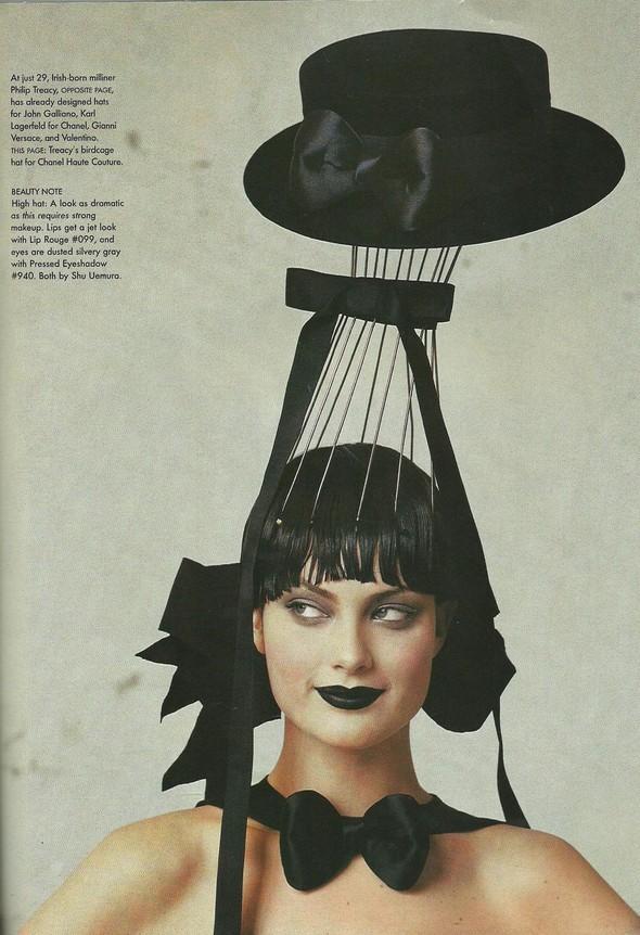 Архивная съёмка: Модели и дизайнеры в объективе Ирвинга Пенна для Vogue, 1995. Изображение № 15.