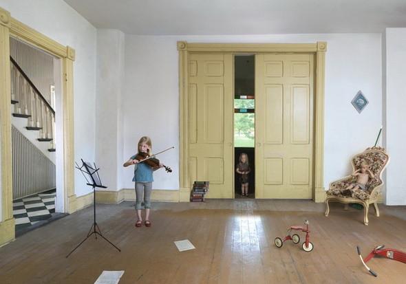 сюрреалистично-реальный мир Фотограф Julie Blackmon. Изображение №10.