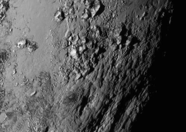New Horizons сфотографировал горы на Плутоне. Изображение № 1.