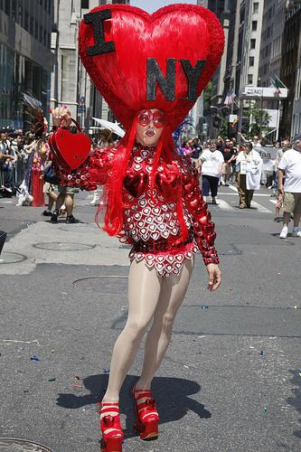 Танцующие геи-китайцы навоздушных шарах. Изображение № 13.