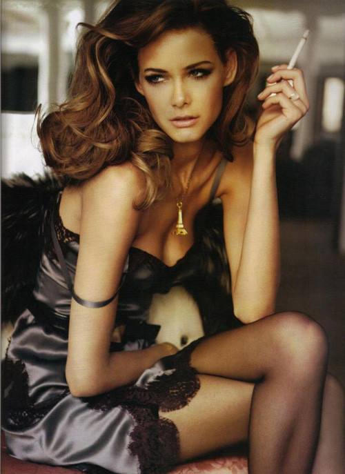 Flavia de Oliveira in Elle Spain September 2009. Изображение № 8.