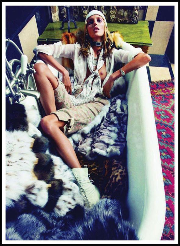 Съёмка: Аня Рубик для Vogue. Изображение № 6.