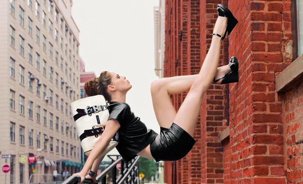 Кампания: Коко Роша и Лииса Уинклер для Longchamp SS 2012. Изображение № 1.