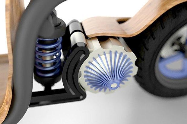 Деревянный скутер Ecomoto работает на воздухе. Изображение № 3.