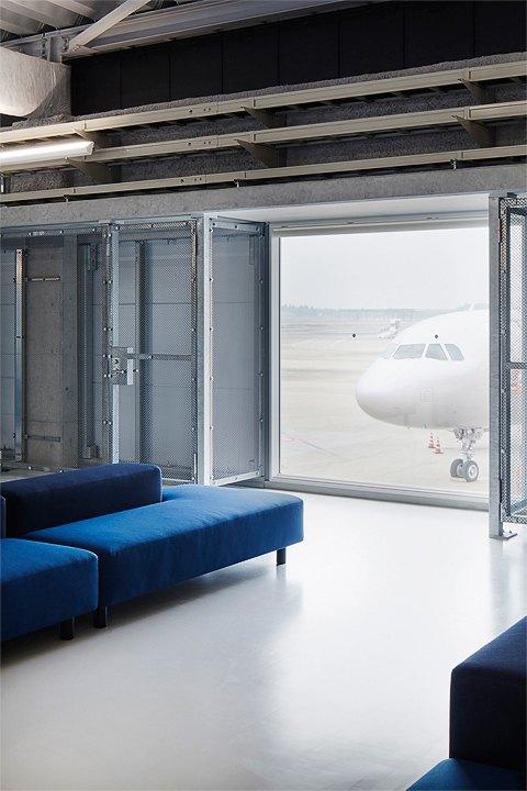 Фото: безупречный минимализм аэропорта вТокио. Изображение № 14.