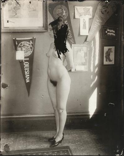 Части тела: Обнаженные женщины на винтажных фотографиях. Изображение №28.