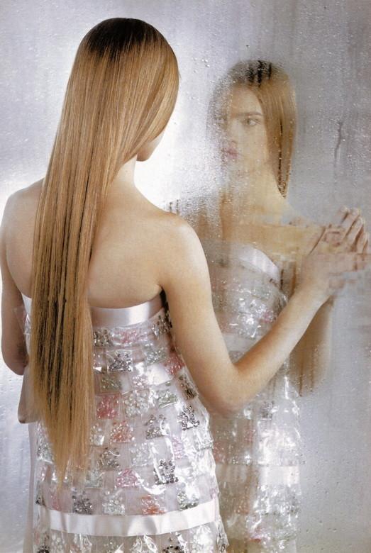 Архивная съёмка: Наталья Водянова в объективе Карла Лагерфельда, 2003. Изображение № 4.