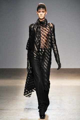 Back to black : Gareth Pugh и Victor&Rolf aw 2010-2011. Изображение № 21.