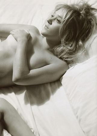 Части тела: Обнаженные женщины на фотографиях 1990-2000-х годов. Изображение №195.