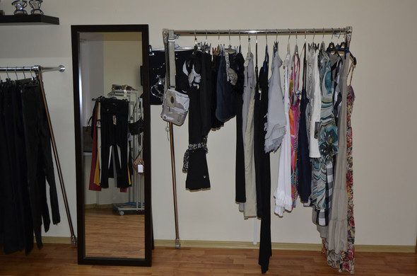 В СПб в зоне бутиков открылся шоу-рум брендовой одежды по низким ценам. Изображение № 3.