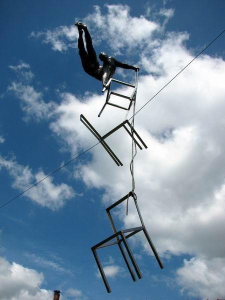 Скульптуры Джерзи Кедзиоры, парящие в воздухе. Изображение № 50.