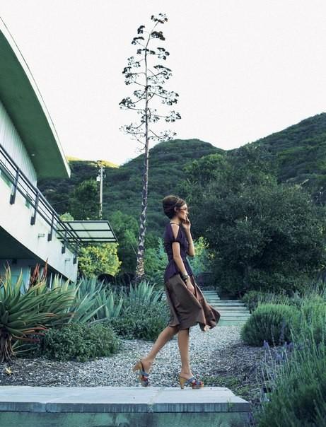 Николь Трунфио в новой фотосессии Золтана Томбора. Изображение № 5.