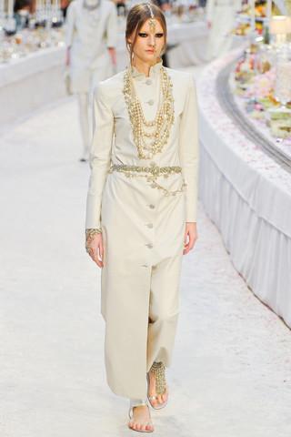 Chanel показали пре-осеннюю коллекцию. Изображение № 9.