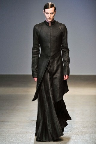 Back to black : Gareth Pugh и Victor&Rolf aw 2010-2011. Изображение № 11.
