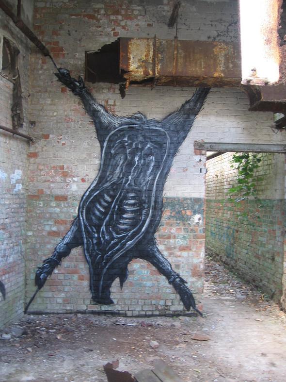 Животный стрит-арт от бельгийского граффитчика ROA. Изображение № 35.
