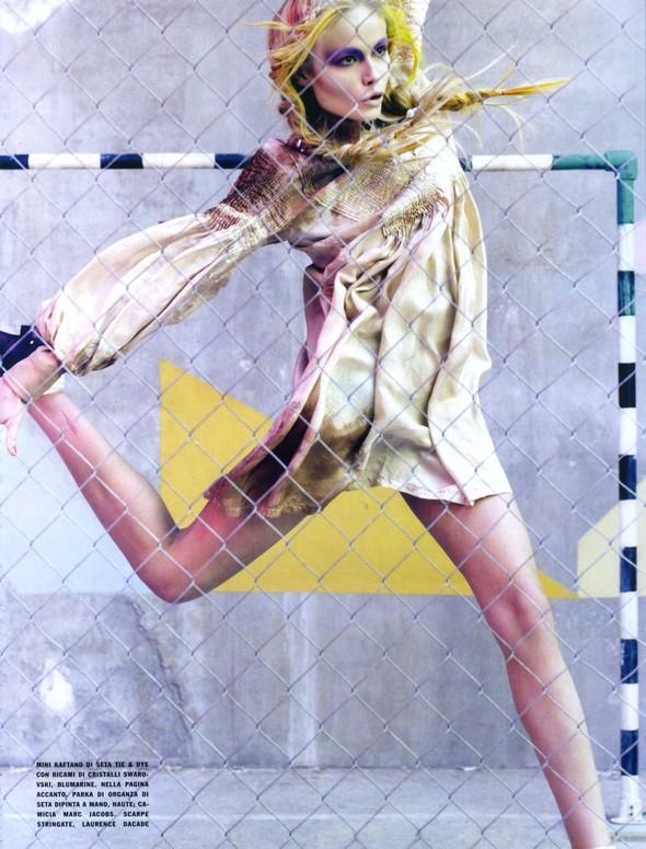 Vogue Italia March 2010 Glam and Sporty. Изображение № 10.