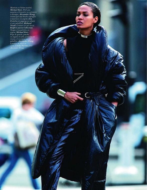 Съёмка: Джоан Смоллс для Vogue. Изображение № 6.