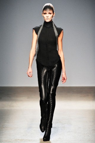 Back to black : Gareth Pugh и Victor&Rolf aw 2010-2011. Изображение № 17.