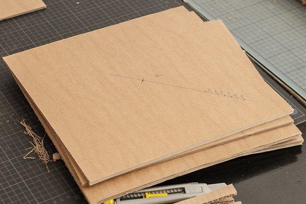 Как сделать из толстого картона абажур для лампы . Изображение № 14.