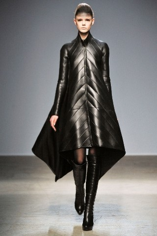 Back to black : Gareth Pugh и Victor&Rolf aw 2010-2011. Изображение № 7.