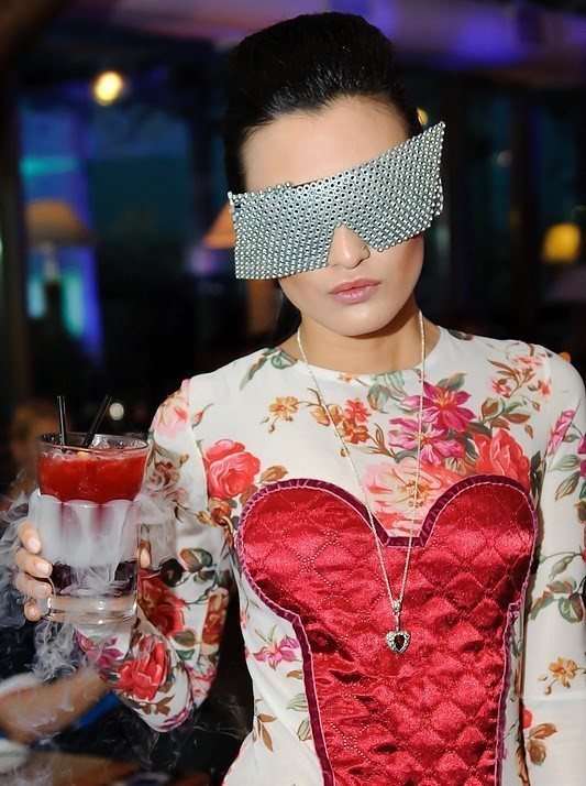 Тренд сезона - футуристические очки. Изображение № 6.