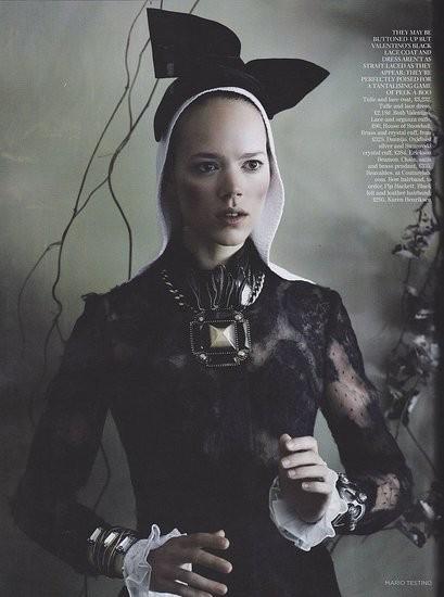 Съёмка: Аризона Мьюз и Фрея Беха Эриксен для британского Vogue. Изображение № 8.
