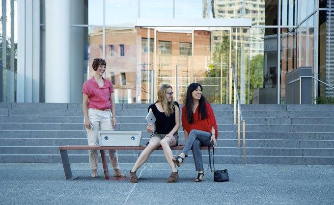 Основательницы Soofa: (слева направо) Ютта Фридрихс, Сандра Рихтер, Нан Чжао. Изображение № 1.