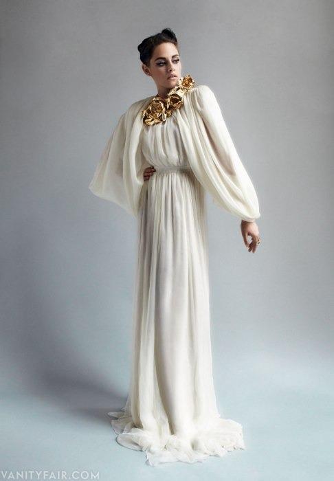Кристен Стюарт позирует в Париже в одежде «от кутюр». Изображение № 4.