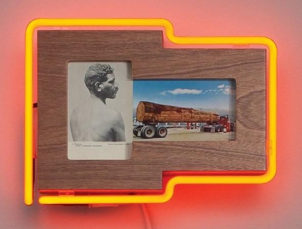 """Старые фотографии аборигенов и неоновые трубки в фотоинсталляции """"Рай"""". Изображение № 11."""
