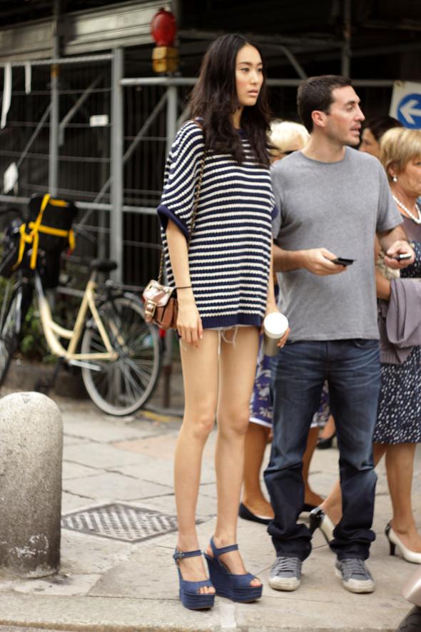 Уличная мода на Milan Fashion Week: день 1. Изображение № 2.