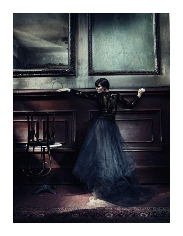 Съемка: Айрис Штрубеггер для немецкого Vogue. Изображение № 10.