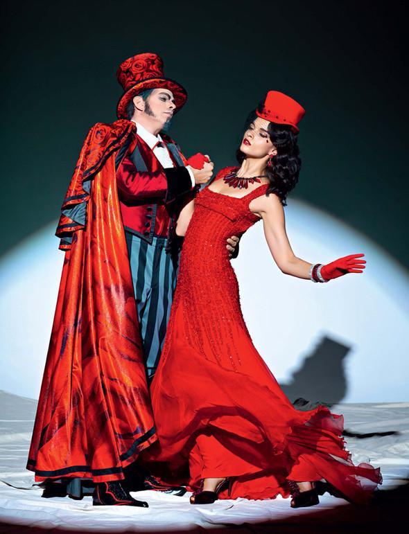 Circus, Circus! в январьском номере Vogue Russia. Изображение № 2.