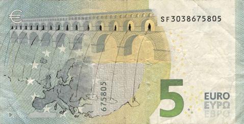 Художник в знак протеста изрисовал банкноты на 3555 евро. Изображение № 7.