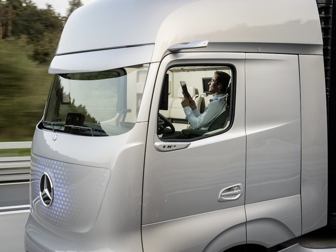 Появились новые фотографии автономного грузовика Mercedes-Benz. Изображение № 2.