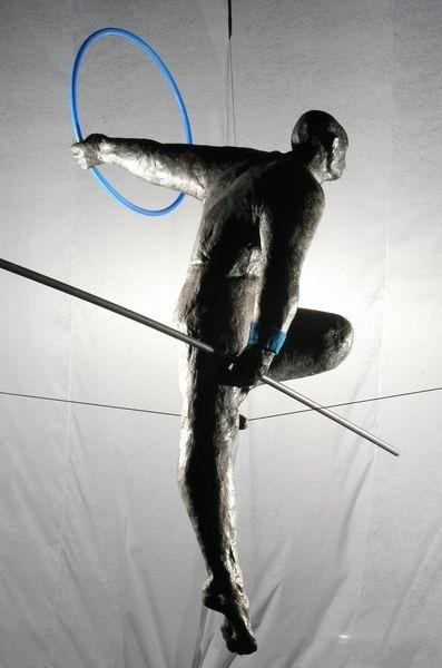Скульптуры Джерзи Кедзиоры, парящие в воздухе. Изображение № 23.